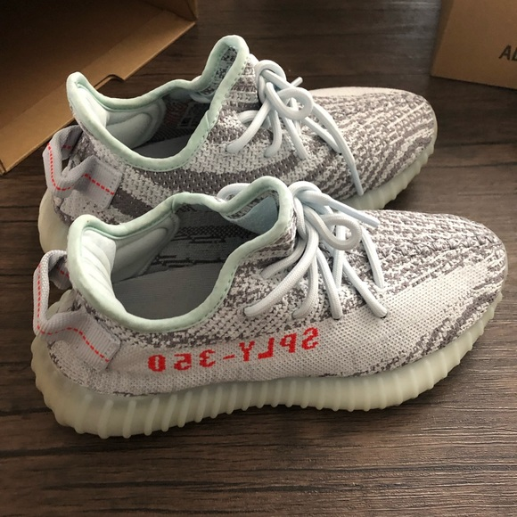 Yeezy boost 350 V2 blue tint size 5